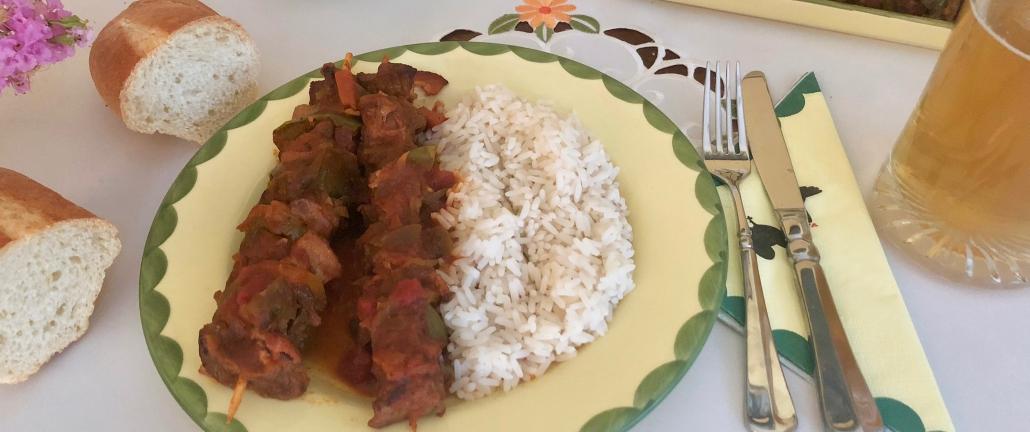 Serving Schaschlik with rice