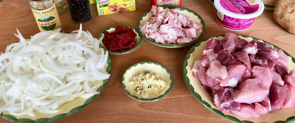 Preparation of the ingredients for the Szegediner Gulash German Style