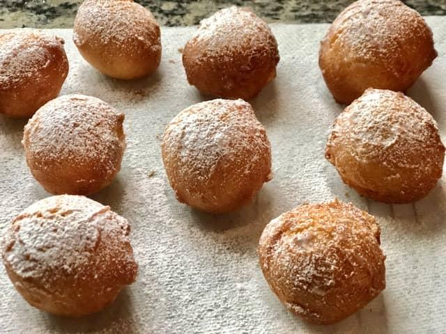 Sifting powdered sugar over the balls
